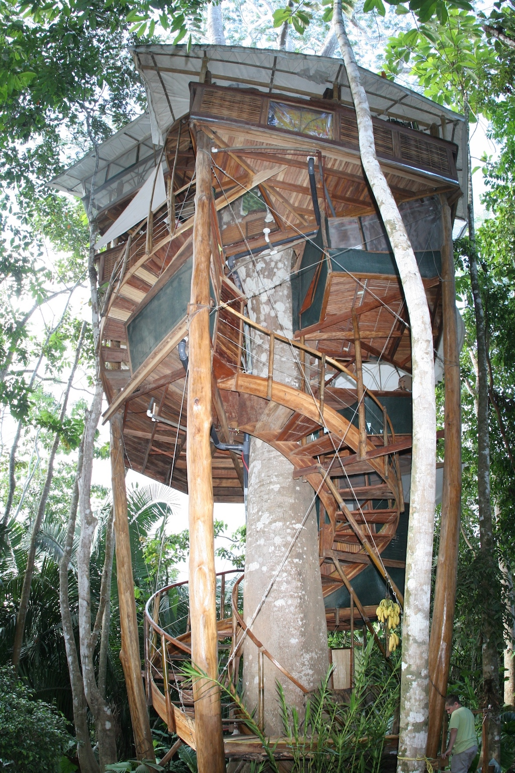 15 magical treehouses you won 39 t believe exist in central for Tree house costa rica