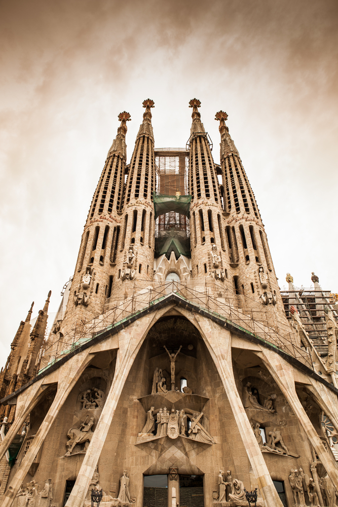 The one artwork you must see in these bucket list cities for Antoni gaudi sagrada familia architecture