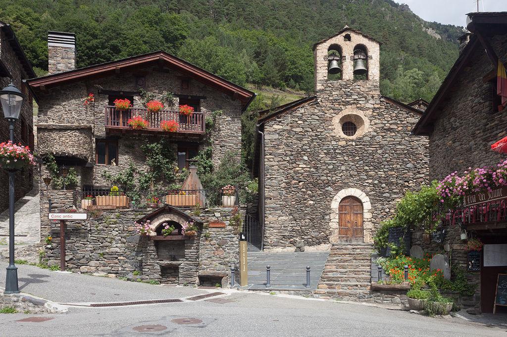Sant Serní de Llorts, Ordino, Andorra | ©Luis Miguel Bugallo Sánchez (Lmbuga) / Wikimedia Commons