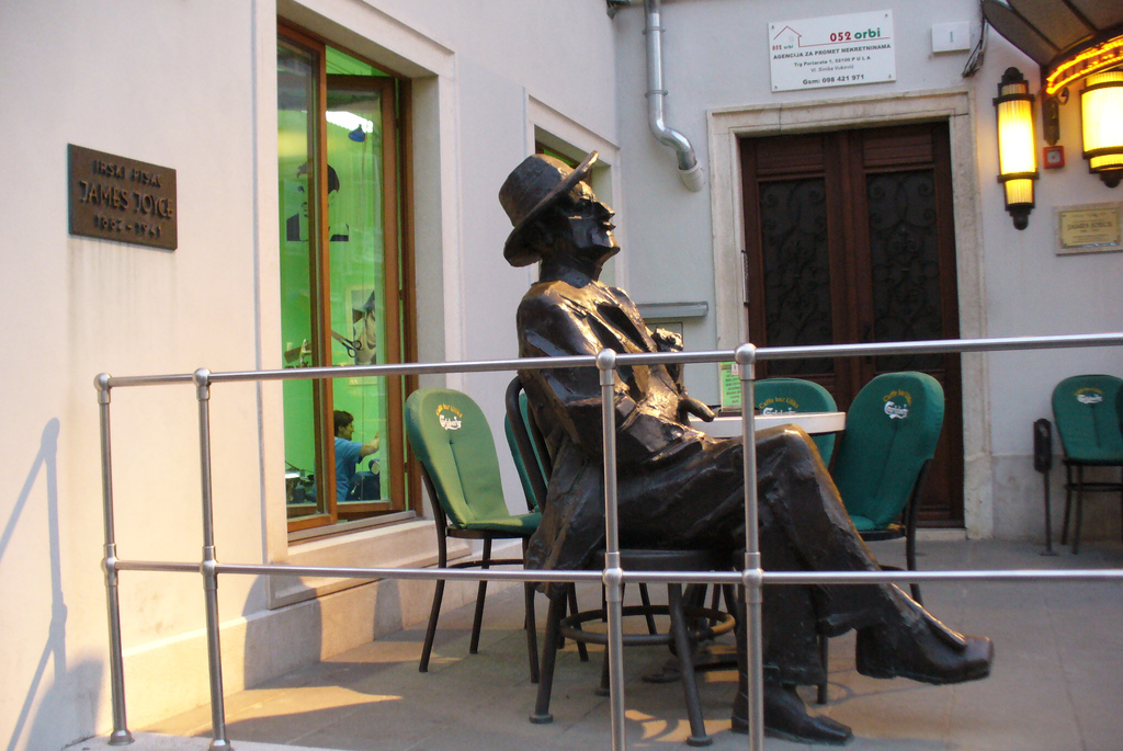James Joyce statue | © Igor Stamatovski/Flickr
