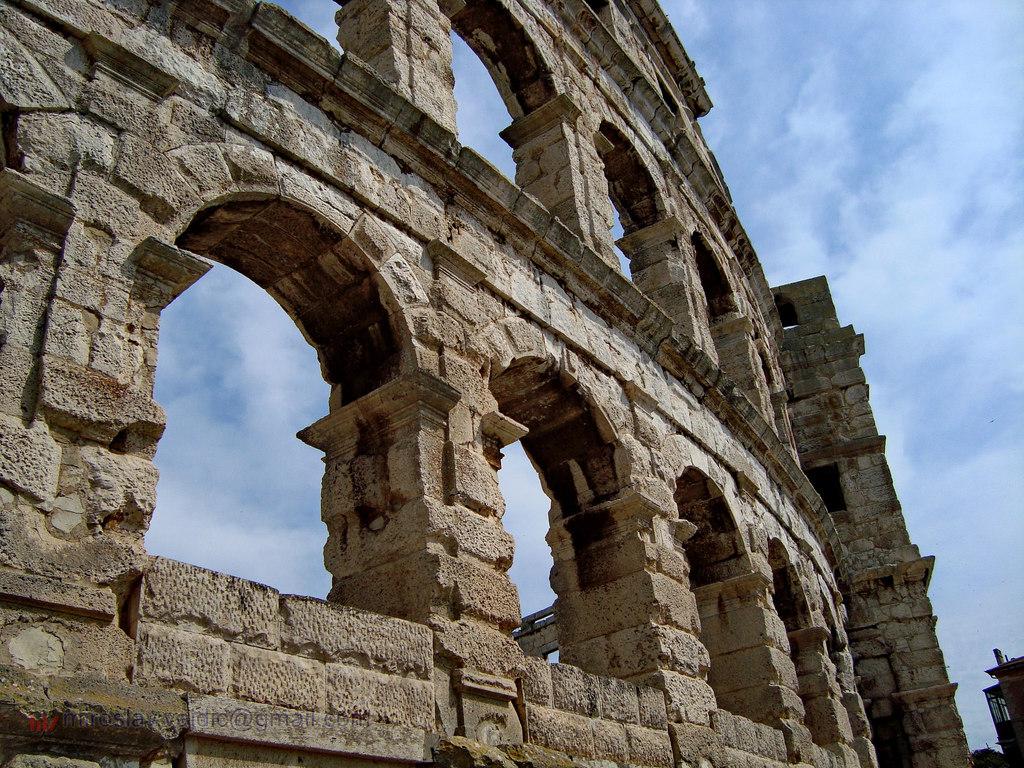 Pula Amphitheatre | © Miroslav Vajdic/Flickr
