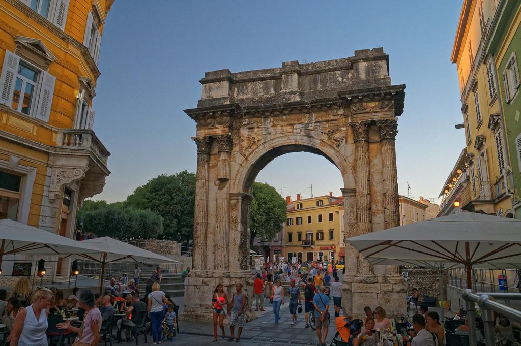 Triumphal Arch | © Christoph Sammer/Flickr