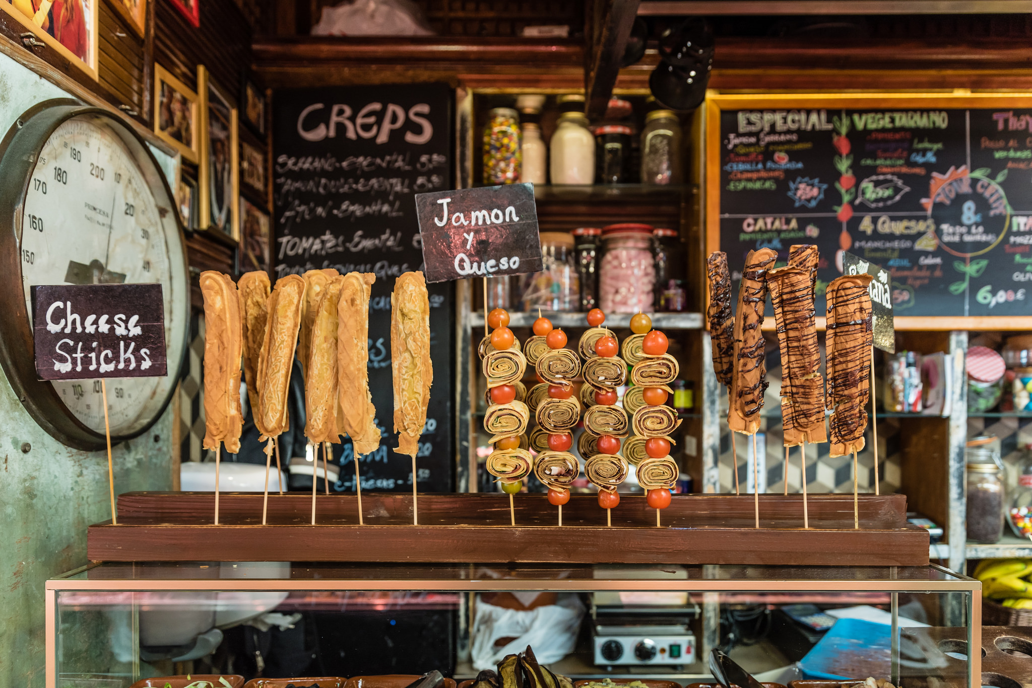 A stall catering for tourists in the Boqueria market © Luca Florio