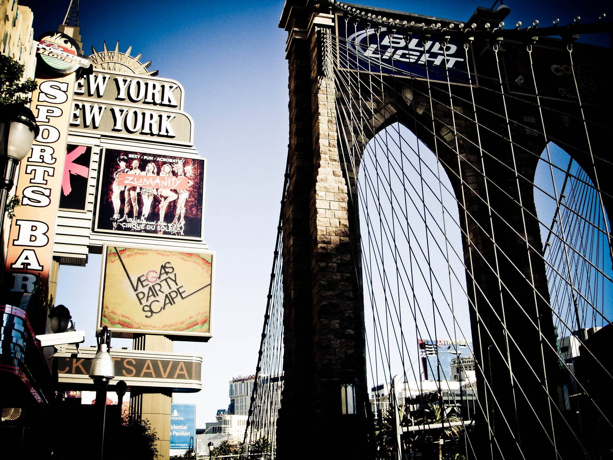 The best place to people watch on the Las Vegas Strip | © Kurtis Garbutt/Flickr