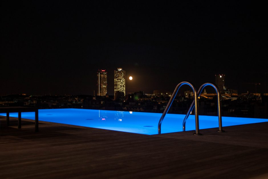 The rooftop pool of the Grand Hotel Central © Samantha Kulpinski