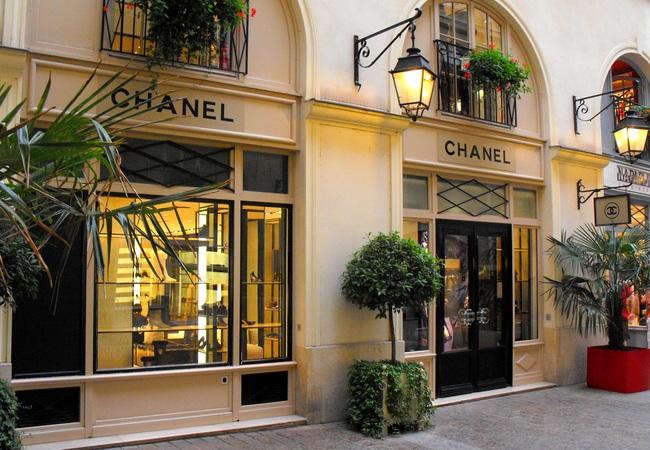 defining moments for chanel paris 39 monumental fashion giant. Black Bedroom Furniture Sets. Home Design Ideas