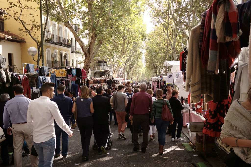 How to enjoy madrid s el rastro market like a local - Cascorro madrid rastro ...