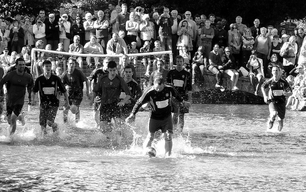 Football in the River | © Martyn Wright/Flickr