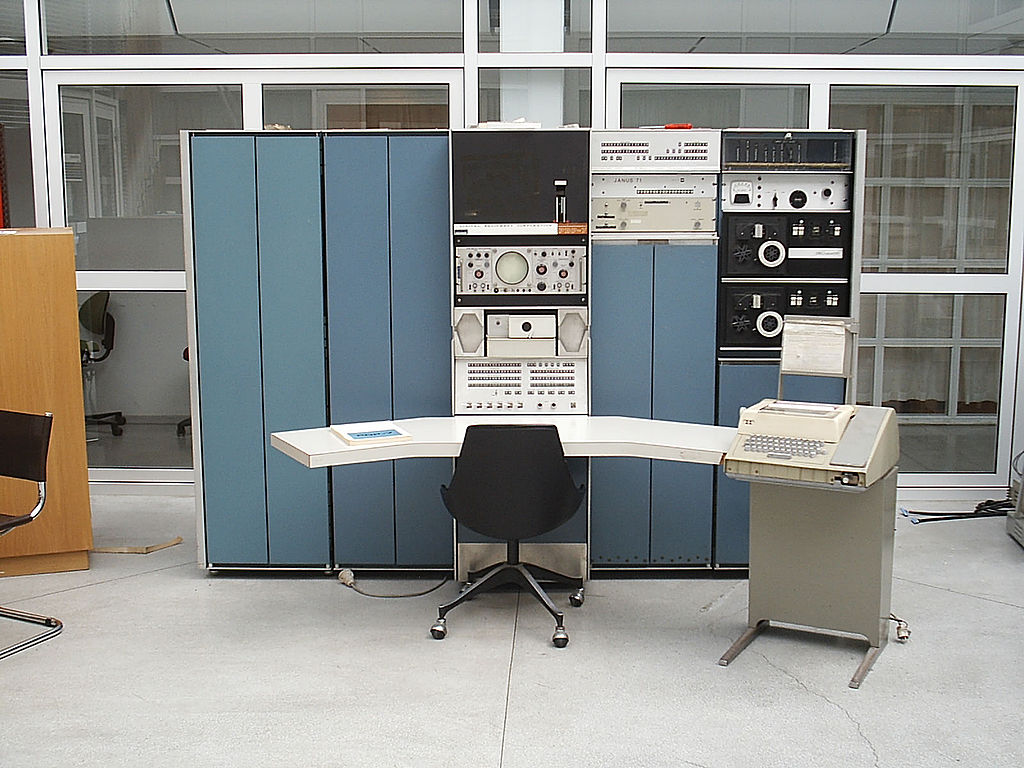 PDP7 Oslo at Living Computers, Seattle | © Toresbe / Wikimedia Commons
