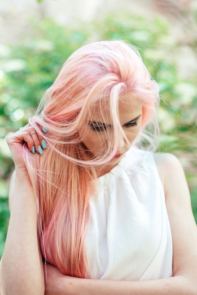 https://pixabay.com/es/personas-ni%C3%B1a-mujer-rubia-cabello-2559662/