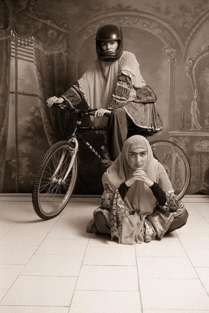 Shadi Ghadirian, Qajar, 1998, Courtesy of the artist and Silk Road Gallery │© Shadi Ghadirian, Courtesy of Rencontres d'Arles