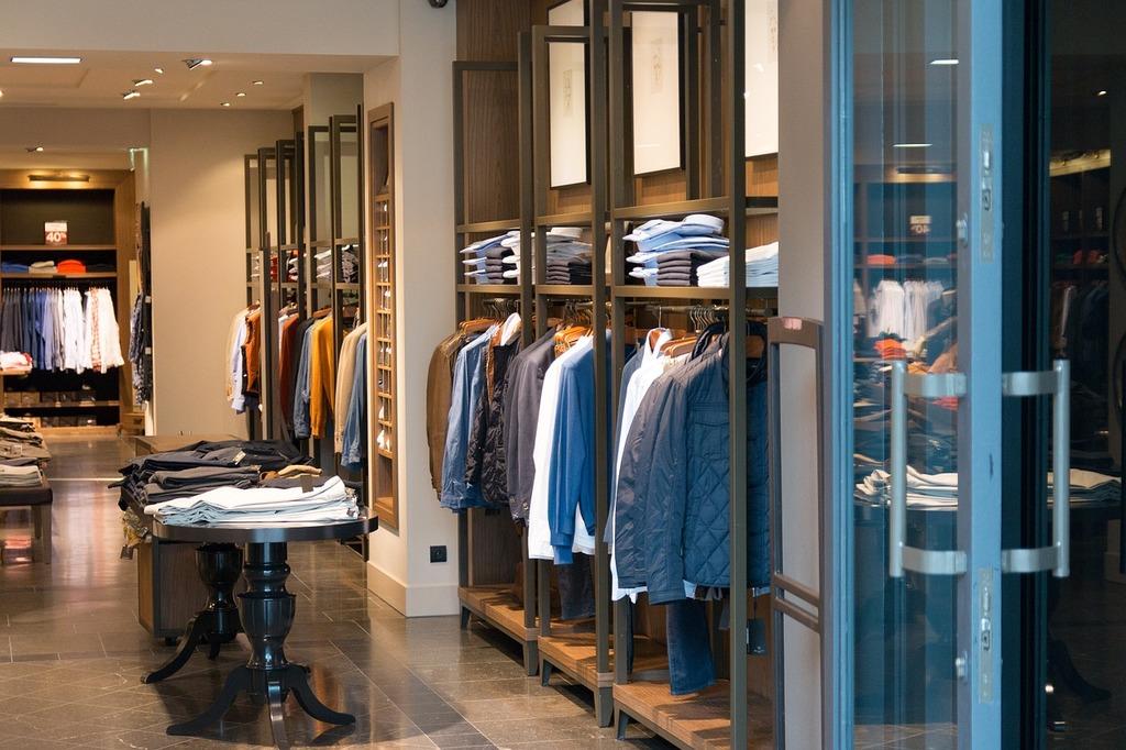 Luxury shopping | jarmoluk / Pixabay