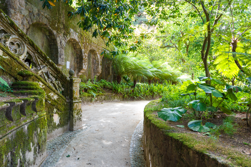 The most romantic honeymoon destinations in portugal for Jardines quinta da regaleira