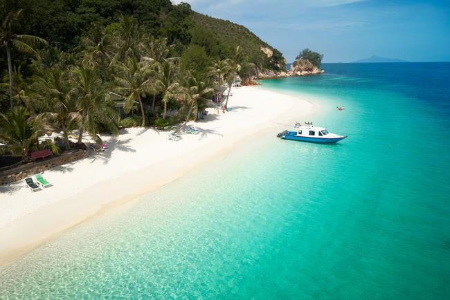 Pristine white sand of Rawa island | © jamesteohart/Shutterstock