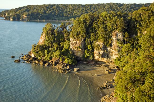 Rock coastline of Bako National Park | © zaferkizilkaya/Shutterstock
