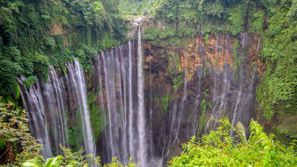 Coban Sewu waterfall on the border of Malang and Lumajang | © Sahabay Ransel/Shutterstock