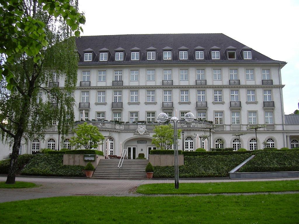 Quellenhof Hotel and Spa, Aachen |© GDelhey / Wikimedia Commons