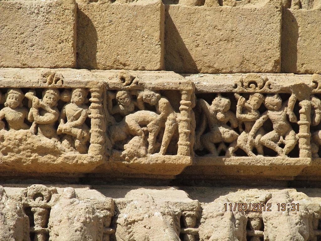https://commons.wikimedia.org/wiki/File:Lovers,_Sun_Temple_at_Modhera,_Gujarat.jpg