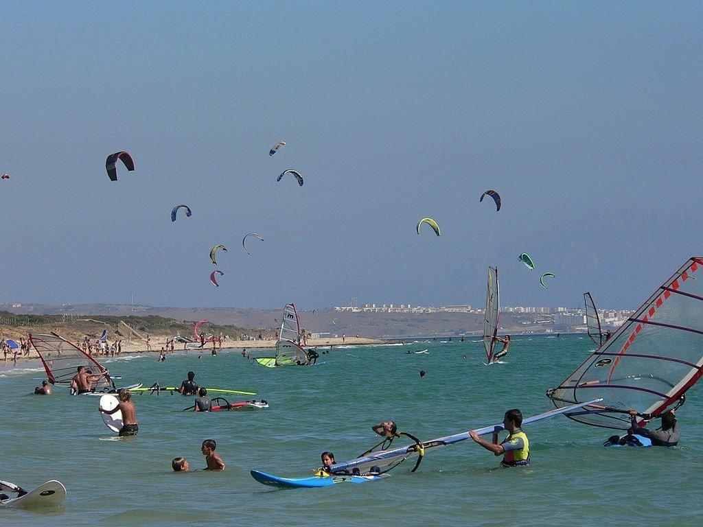 windsurfing in Tarifa, Spain | ©Manuel González Olaechea y Franco / Wikimedia Commons