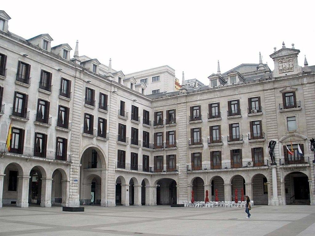 Plaza Porticada, Santander | ©Zarateman / wikimedia Commons