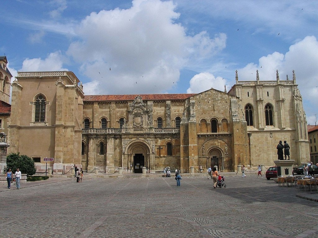 San Isidoro, Leon, Spain | @ Luidger / Wikimedia Commons