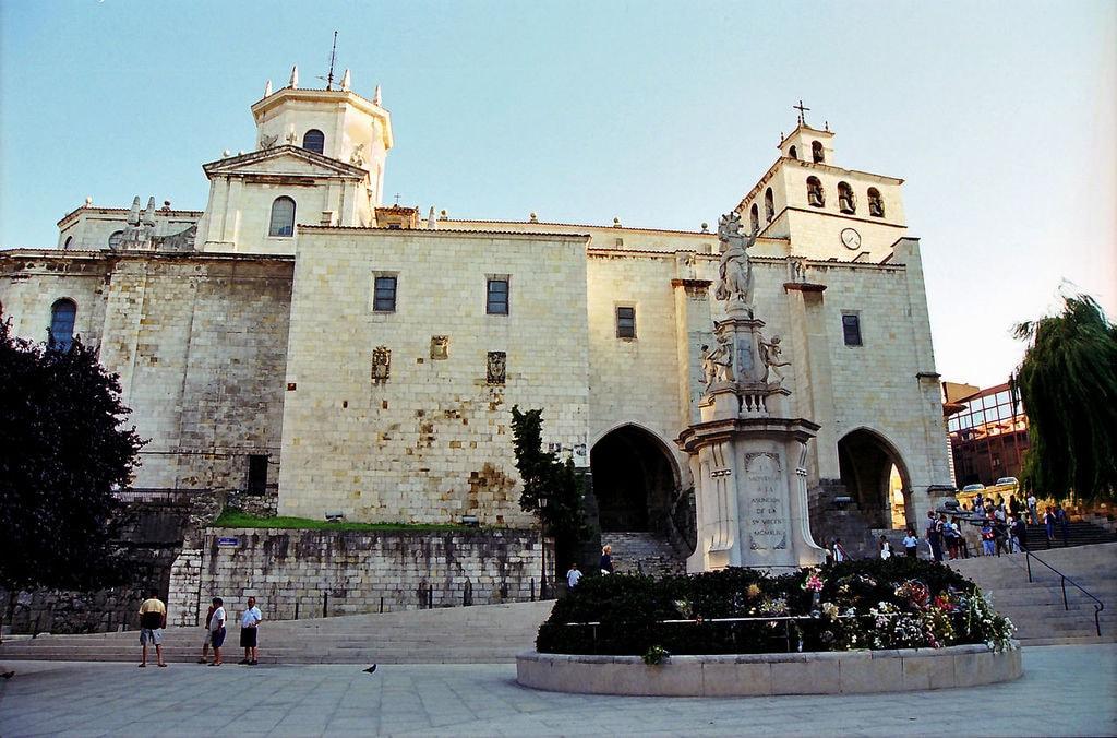 Catedral de Santander, Spain | ©Xavier Estruch / wikimedia Commons