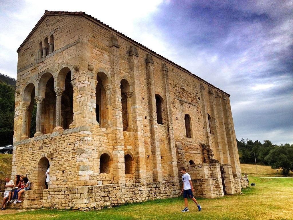 Santa María del Naranco, Oviedo, Asturias | ©Marianoog / Wikimedia Commons