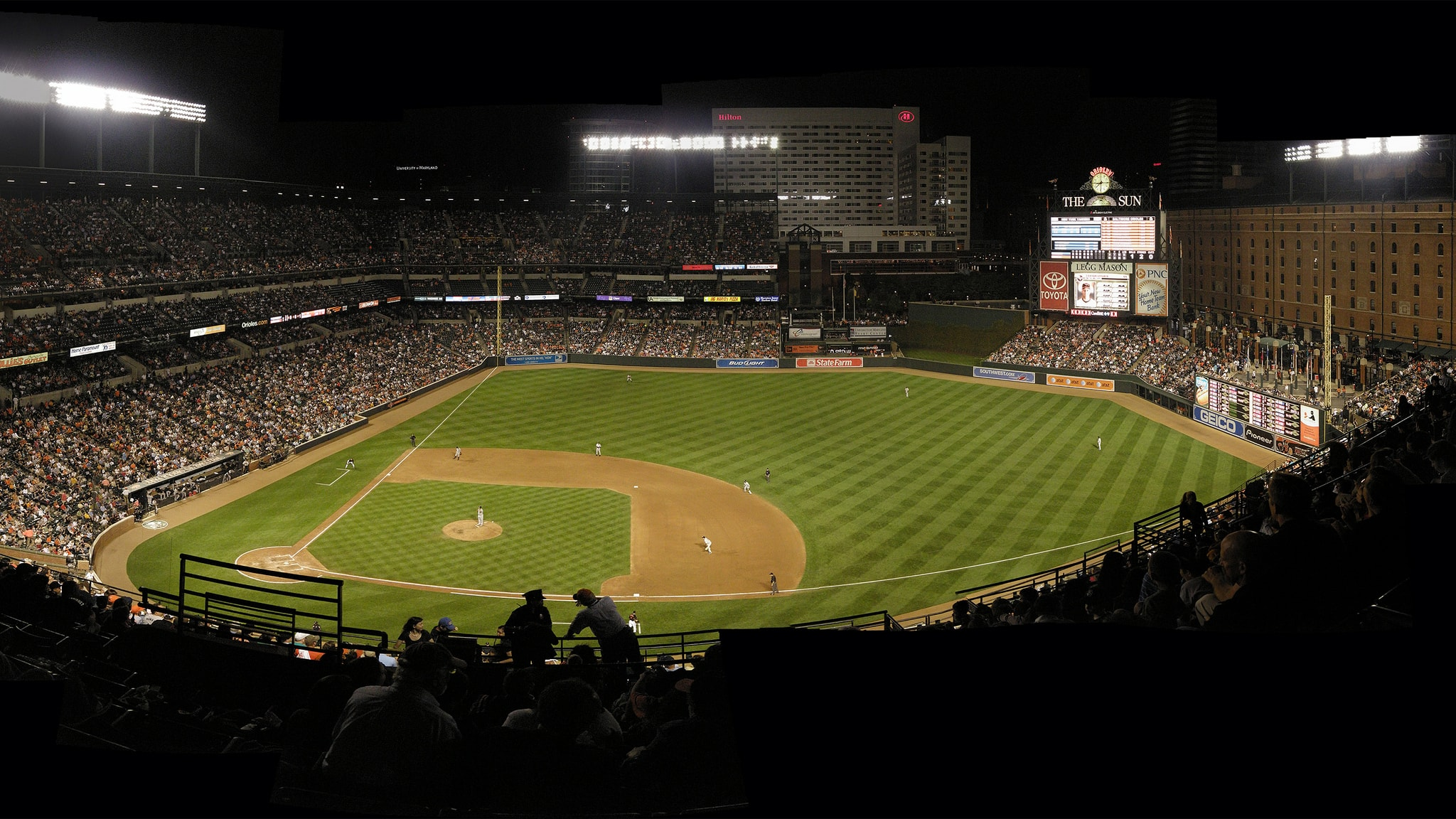 Camden Yards at Night | © jessedouglas/Flickr