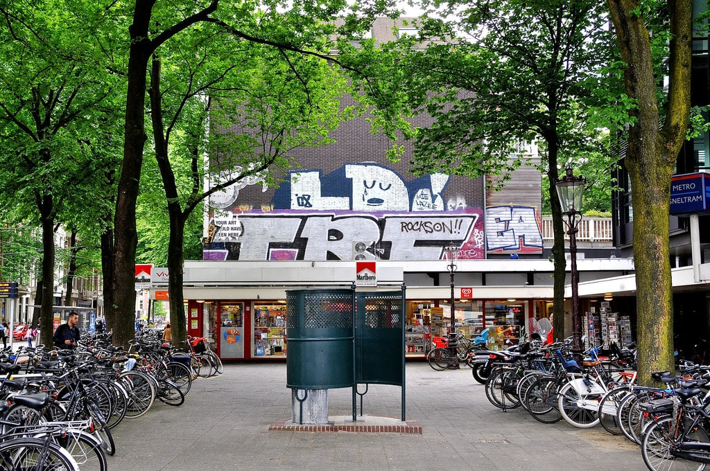 A public urinal in Amsterdam | © FaceMePLS / Flickr