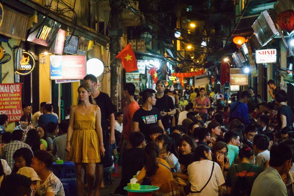 Plastic Stools and Cheap Beer in Hanoi | © Texx1978/Flickr