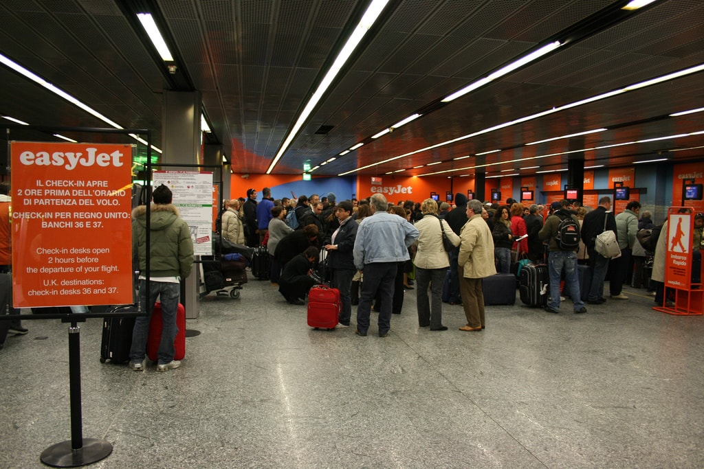 Waiting in line for Easyjet © Alessio Bragadini