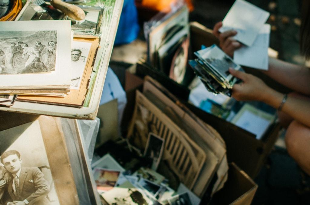 Vintage photos at markets   © Stas / Flickr