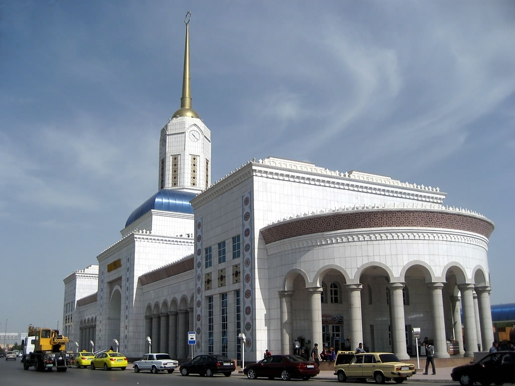 Ashgabat Railway Station, Turkmenistan | © David Stanley/Flickr