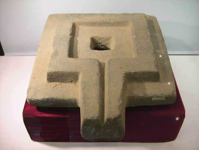 A 'yoni'-shaped stone for the Ambubachi Mela | © Binh Giang / WikiCommons