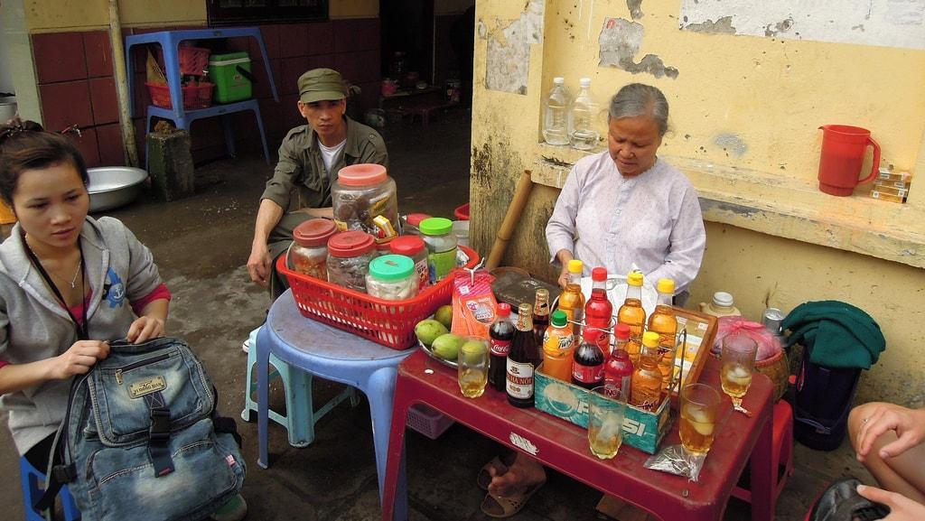 Tea Time in Hanoi | © David McKelvey/Flickr