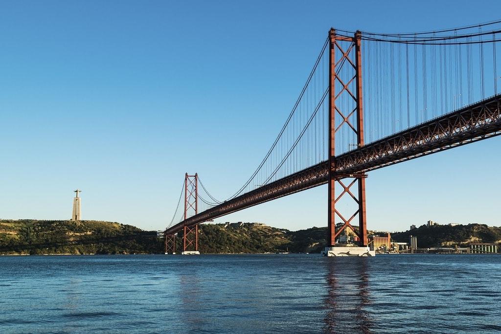 https://pixabay.com/es/abril-lisboa-puente-portugal-tejo-1865566/