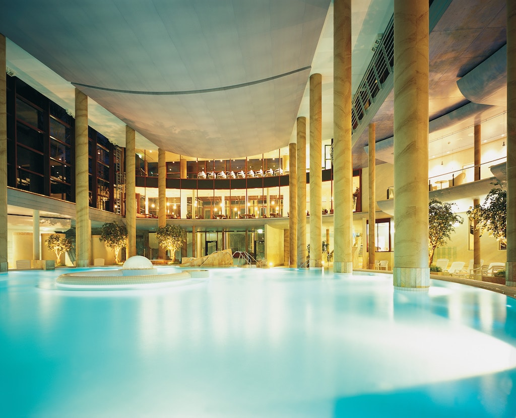 The view over the inside pool at the Carolus Thermen | © Bernd Stuhlmann / Courtesy of Carolus Thermen