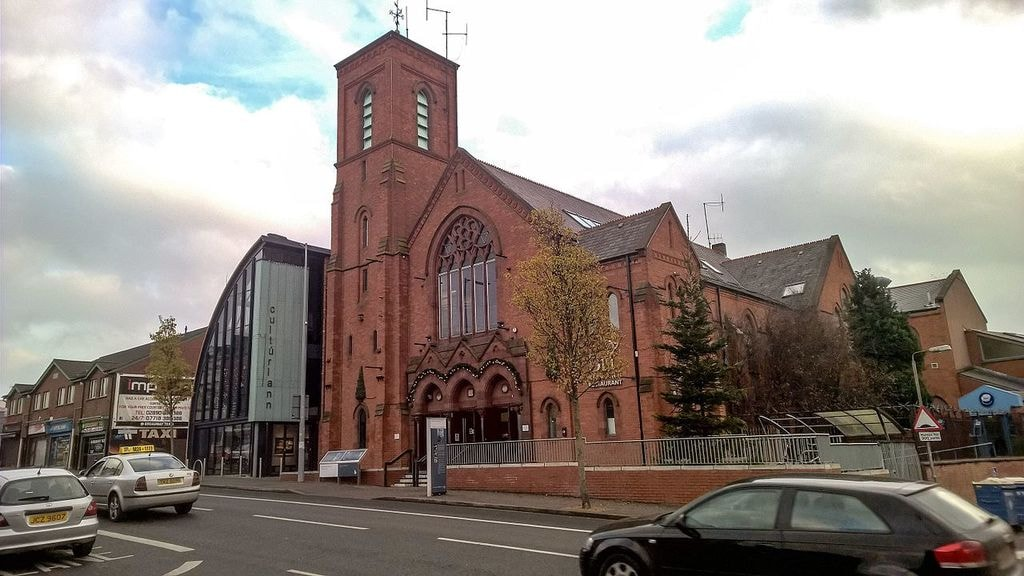 https://af.wikipedia.org/wiki/L%C3%AAer:Cult%C3%BArlann_Mc_Adam_%C3%93_Fiaich,_Belfast.jpg