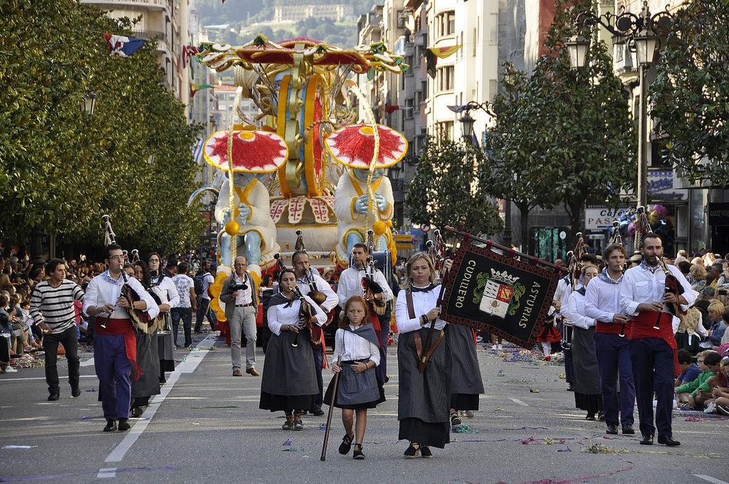 Fiestas de San Mateo, Oviedo | ©Adolfobrigido / Wikimedia Commons