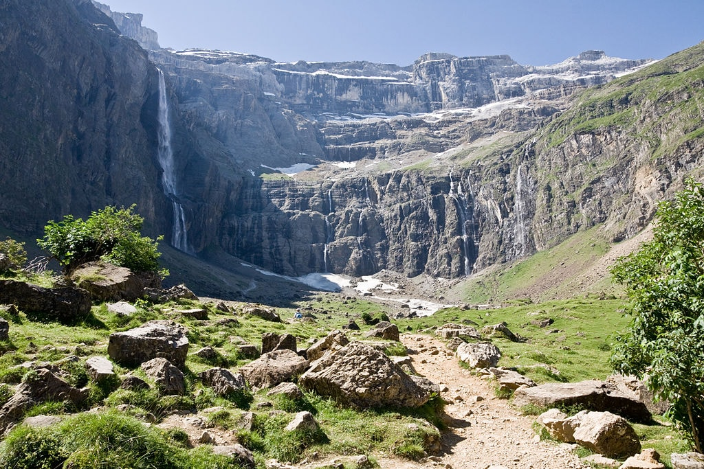 https://commons.wikimedia.org/wiki/File:Gavarnie-Cirque.JPG