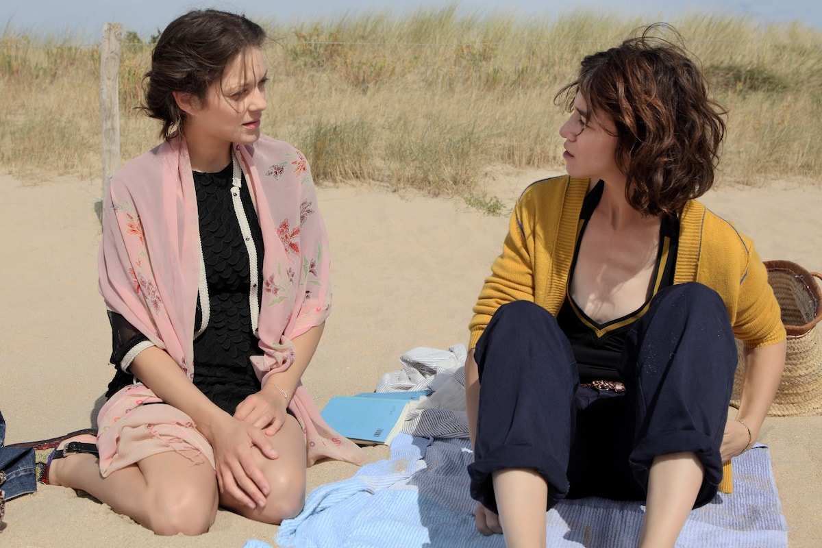 Marion Cotillard and Charlotte Gainsbourg in 'Ismael's Ghosts' | © Magnolia Pictures