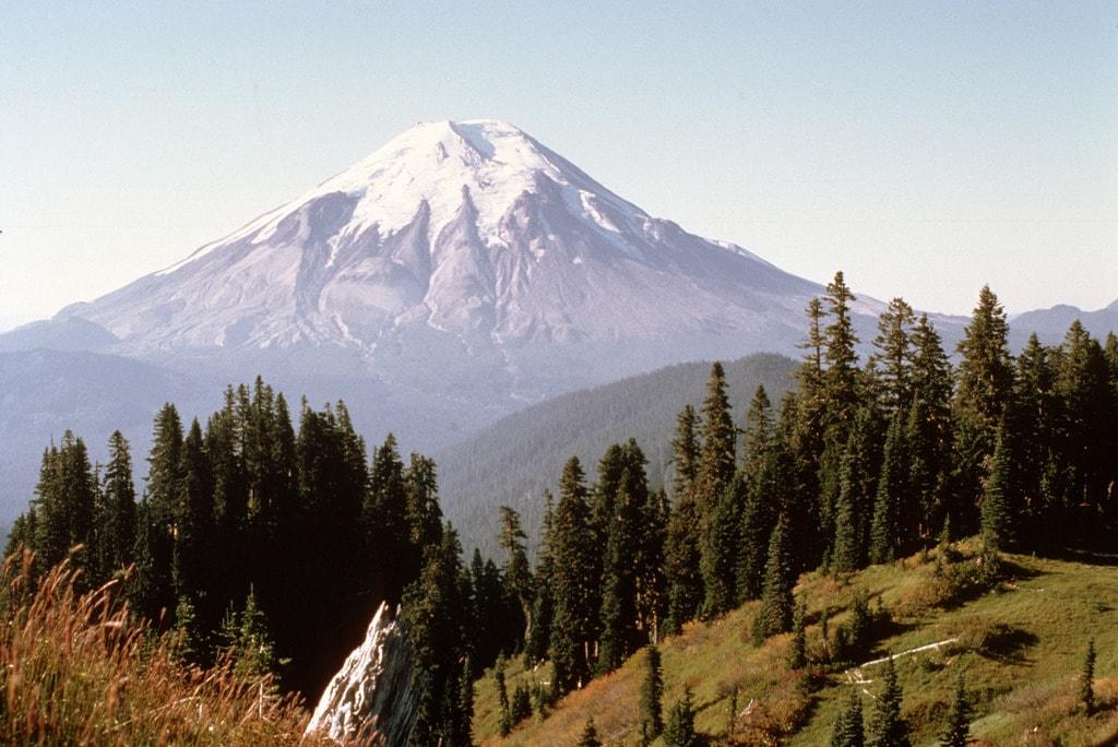 Mt. St. Helens Before 1980 Eruption | © Forest Service / Flickr