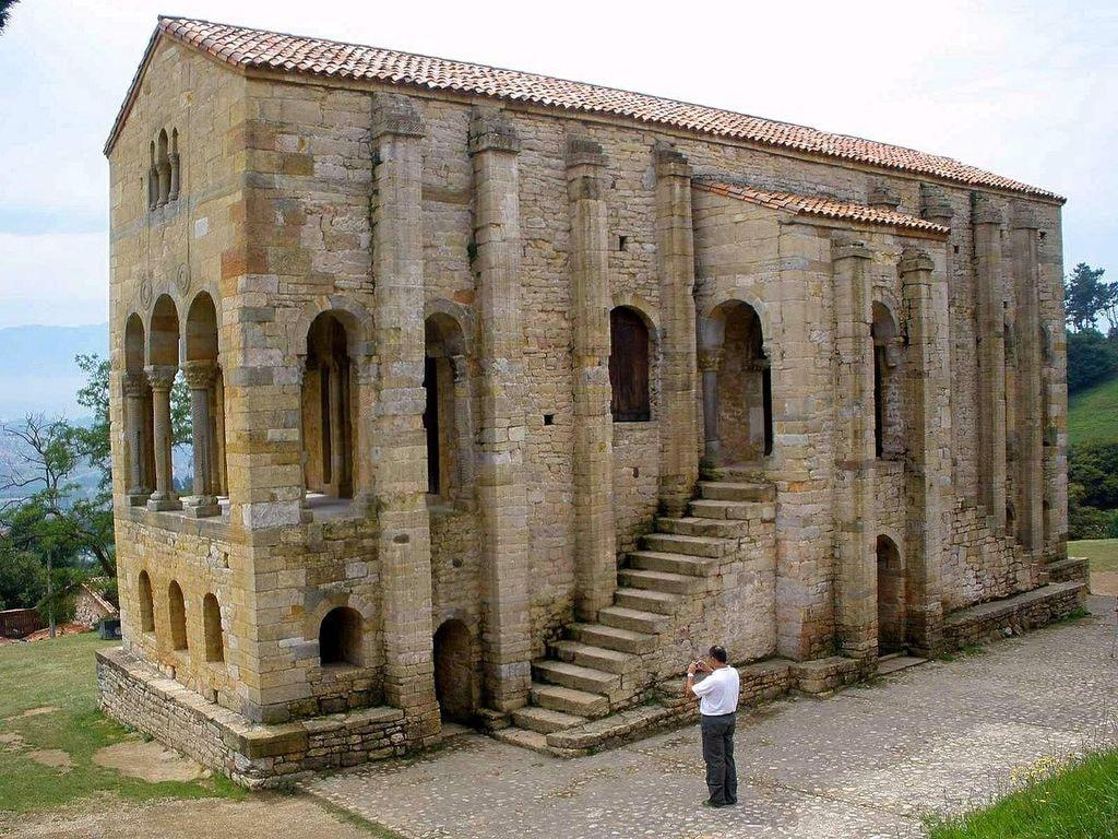 Santa Maria del Naranco, Oviedo, Spain | ©Zarateman