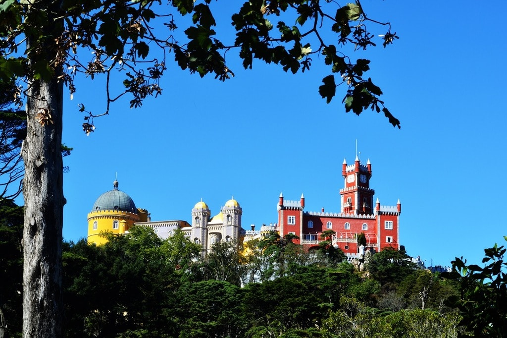 https://pixabay.com/es/portugal-palacio-de-la-pluma-sintra-1786785/