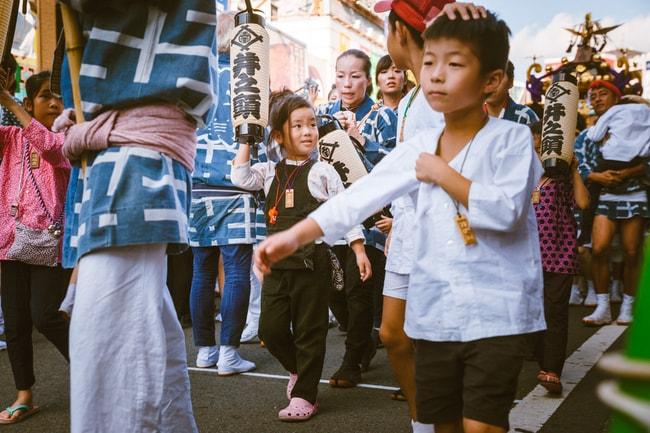 Children and parents attending Kichijoji festival   Mithila Jariwala / © Culture Trip