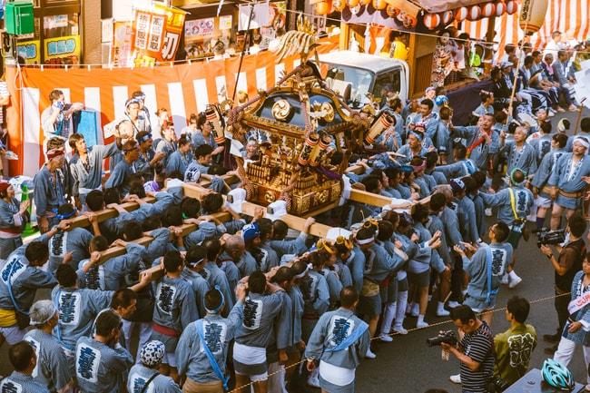 Participants chant to the same rhythm throughout the Kichijoji parade   Mithila Jariwala / © Culture Trip