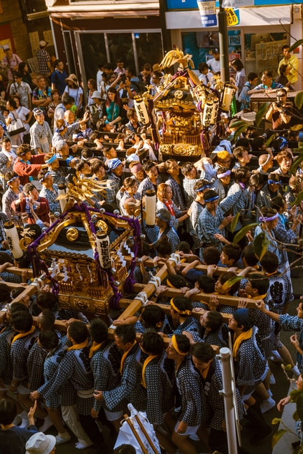 An explosion of people as two shrines cross paths   Mithila Jariwala / © Culture Trip