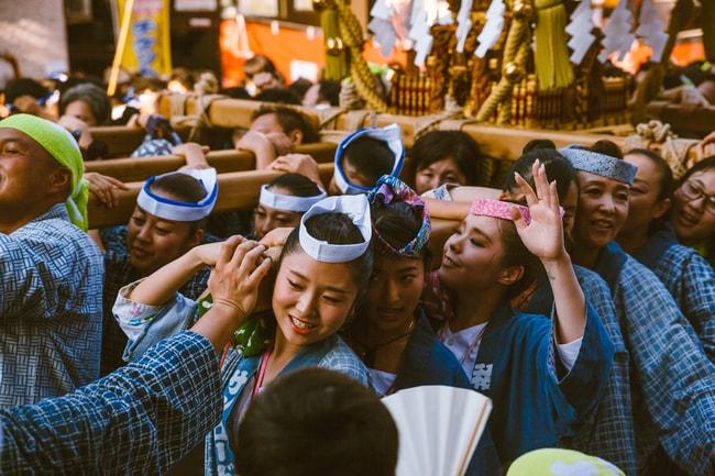 Female shrine bearers in Kichijoji   Mithila Jariwala / © Culture Trip