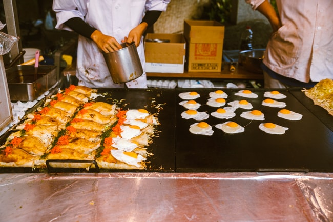 Street vendors feeding everyone at Kichijoji festival   Mithila Jariwala / © Culture Trip