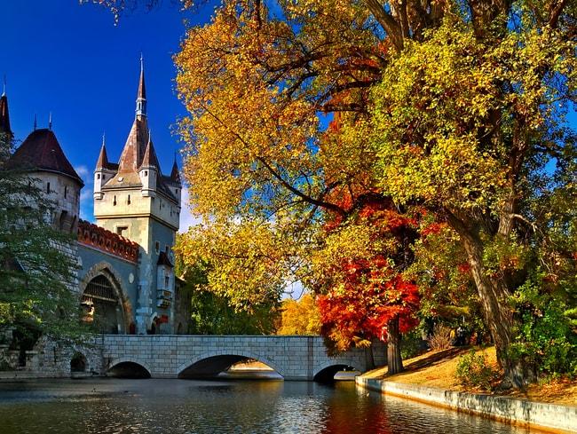 Autumn colours in Budapest | © Ihor Pasternak/Shutterstock